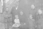 Wim, Arie Sr., Adriana, Arie jr. op schoot 1916_0001